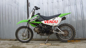 Motocross KAWASAKI KLX 110, semi-automatique, 4 temps