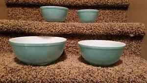 Pyrex Turquoise mixing bowls