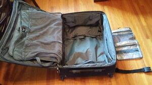 """Travel Pro Crew 6 28"""" Expandable Roller Board Suitor Suitcase Kingston Kingston Area image 5"""