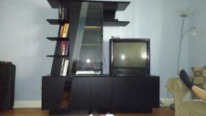 Meuble de télé et tables de salon