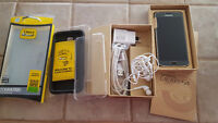 Samsung S5 (gold) 16GB with accessories and Otter Commuter Case