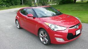2013 Hyundai Veloster -Top of the line TECH MODEL with AUTO