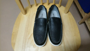 Almost new genuine leather shoes for men