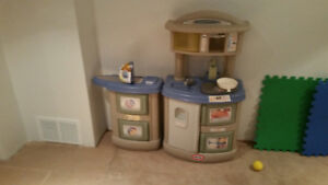 Lil Tykes Play Kitchen