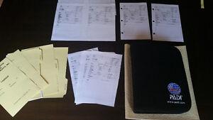 Cartable PADI pour Log Book plongée + log Sheet vierges.