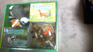 Smithsonians Backyard Books & Teddies Gift Set