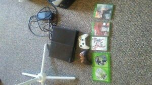Xbox one 500 gb two controllers and 5 games