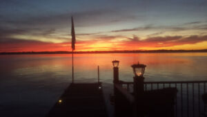 Lake Front Cottage Bobcaygeon Boat Lift Dock Wifi HDTV