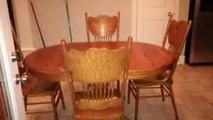 Used Oak solid wood dinning table with 6 chairs - Great deal! Kitchener / Waterloo Kitchener Area image 5