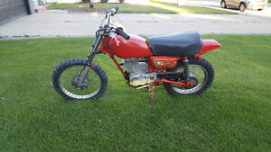 Honda XL75  Dirt Bike