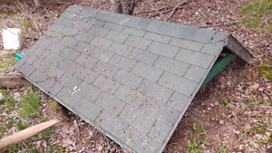 Shingled premade roof in great solid shape