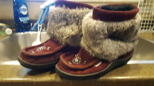 Size 8 moccason boots