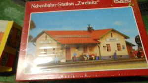 HO Model Trains, model kits for enthusiast, houses&rolling stock