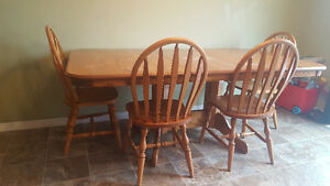 Solid Oak Dining Set - Table and 8 chairs. Great condition!