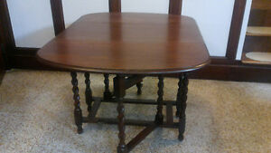 SOLID WOOD TABLE ***space saving see pictures