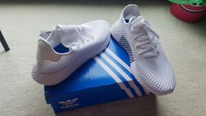 Adidas Deerupt Runner shoes never used  -White