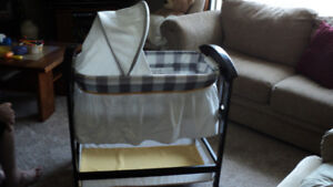 ADORABLE BASSINET  ONLY USED 6 MONTHS !