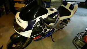 NEW PRICE CLEAN VINTAGE GSX-R 750 SRAD