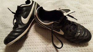 Nike outdoor or artifical turf cleats boys/girls boot youth 3