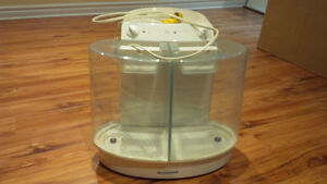 Large Honeywell 6 Gallons (22.7L) cool moisture humidifier West Island Greater Montréal image 1
