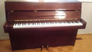 Kawai upright Piano in excellent condition
