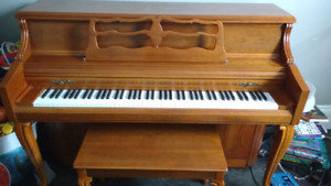 New price**Beautiful piano well maintained f-110 young chang