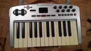 Oxygen 8 keyboard piano