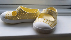 Juniper natives shoes soft yellow,  size 4