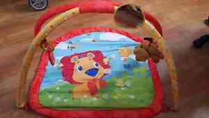 Tapis d'eveil - baby soft activity gym mat