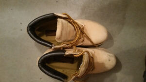 Slightly used leather boots size 8