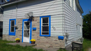 Cute 3 Bedroom Apartment Available Downtown Midland