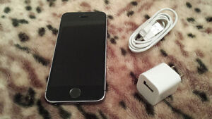 APPLE IPHONE 5S 16GB SPACE GREY MINT CONDITION!! LOCKED TO ROGER