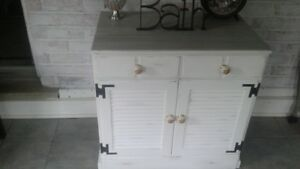 beautiful refinished Ethan Allen cabinet or hutch