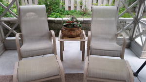 Moving Sale 》》OUTDOOR PATIO/LOUNGER SET