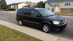 2009 Dodge Grand Caravan SXT Minivan, Van