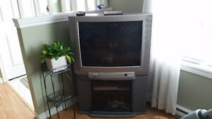 TOSHIBA 32 INCH COLOR TELEVISION AND STAND.