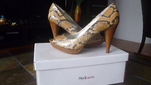 STYLE&CO SNAKE PRINT SHOES, NEW, SZ.7.5, NEW IN BOX
