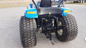 2007 New Holland TC40DA Boomer Compact Utility Tractor w/ Loader Regina Regina Area image 10