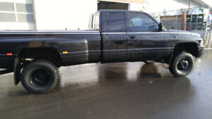 2000 Dodge  3500 lifted Pickup Truck