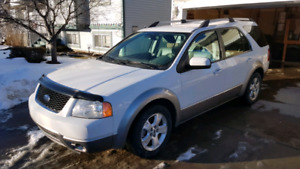 Reserved Freestyle 2006 SEL 3.0 V6 AWD perfect for winter Low KM