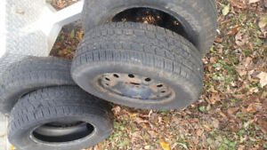 Good shape 215 x 70r 16 Winter Tires