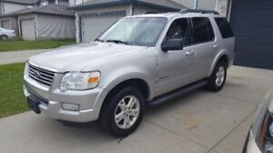 2008 Ford Explorer command-start 4x4 exc on gas 190,000km $7200