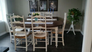SHABBY CHIC PAINTED DINING TABLE & CHAIRS/ENSEMBLE SALLE À DINER
