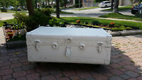 White antique vintage rustic barn trunk coffee table on wheel !!