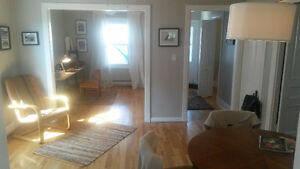 Amazing Pointe Claire Village Duplex meters from the water