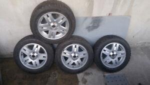Mag 15 pouces aluminium en bonne etats avec pneu radial 180 $