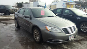2012 Chrysler 200 touring edition fully loaded clean. Inspected