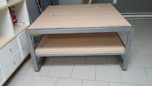 Belle table centrale à 2 niveaux (présentoir de magasin)