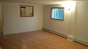 OCT FREE! Cozy Home behind convenience store. Parking avail.
