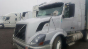 TRUCK FOR SALE. 2006 volvo with D12